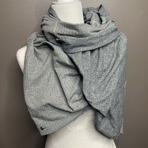 Lululemon Vinyasa gray herringbone snap scarf